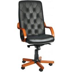 Деревянное кресло руководителя